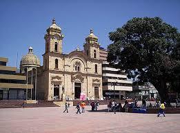 Plaza de los libertadores y Catedral de Duitama.